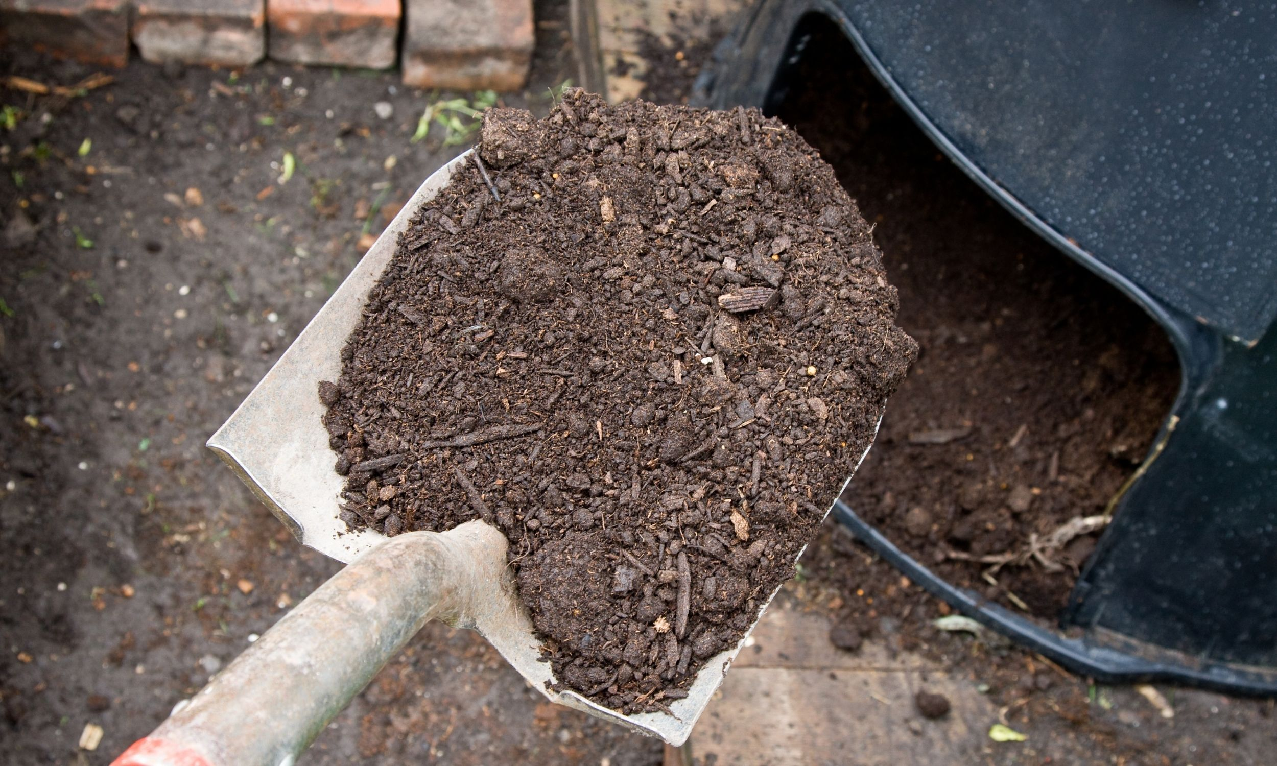 how to use a compost tumbler